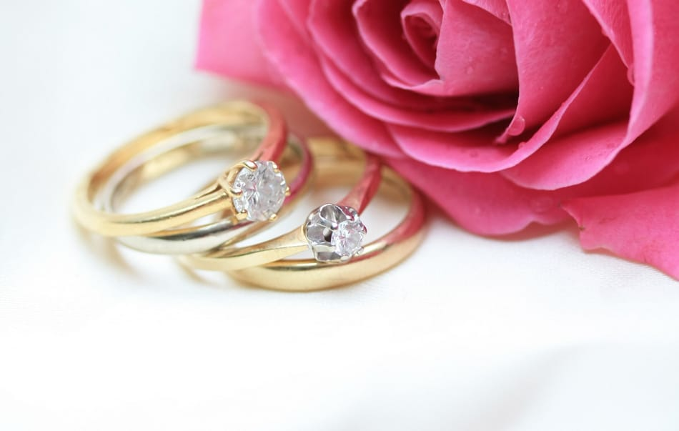10 Stunning Lesbian Wedding and Engagement Rings to Symbolize Your Eternal Love