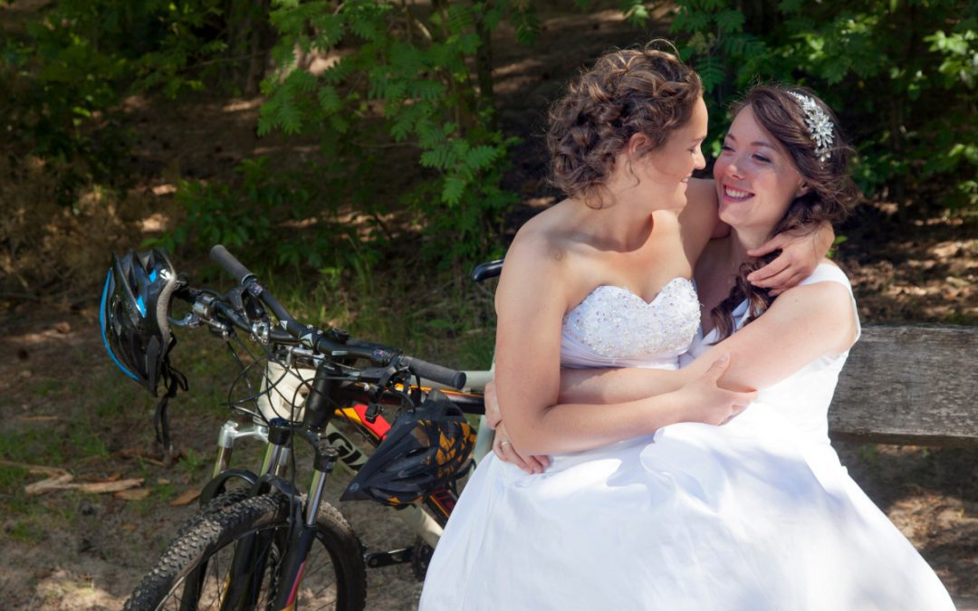 How to Coordinate Lesbian Wedding Dresses