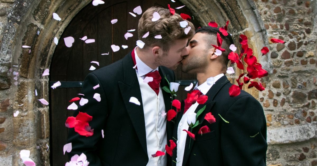 For same-sex couples looking to create beautiful and lasting picture memories, here are some top tips for choosing the LGBTQ-friendly photographer.