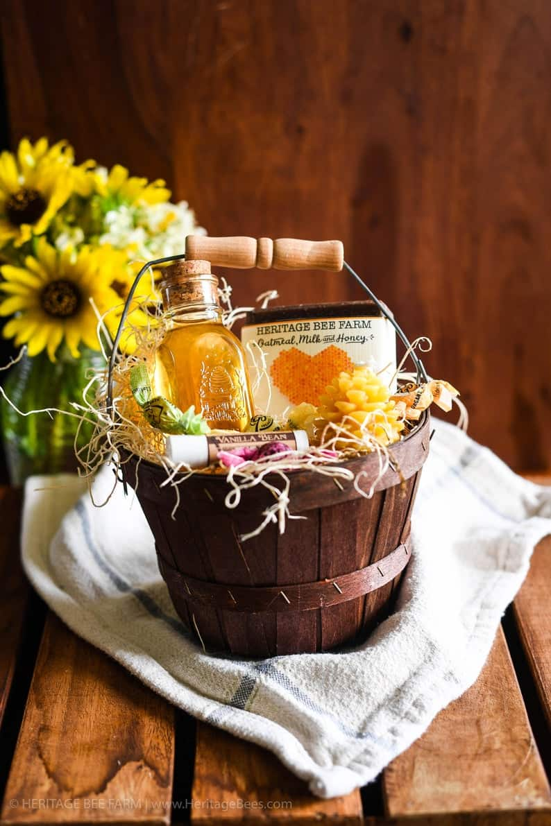 Gift basket with raw honey, makes a great last-minute wedding gift ideas!