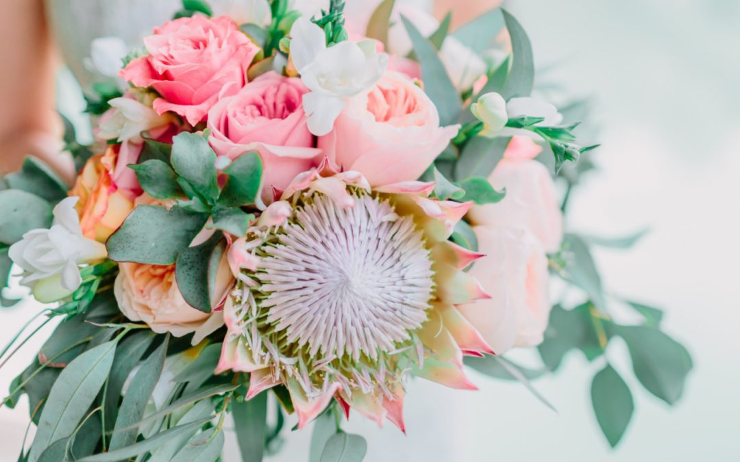 5 Epic Bouquet Toss Ideas & Alternatives That Are Just Perfect for Same-Sex Weddings