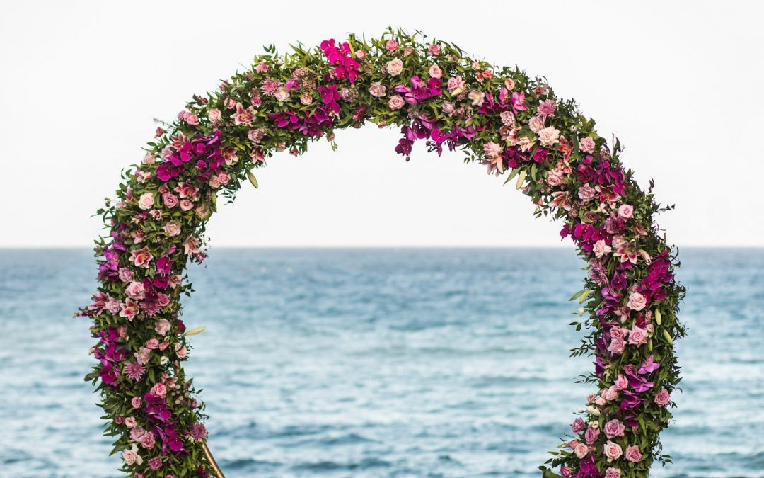How to Create Epic Wedding Arch Flower Arrangements on a Budget