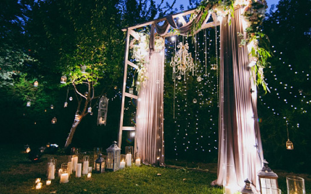 How to Buy or DIY Marvelous Portable Arches for Your Wedding (A Complete Guide)
