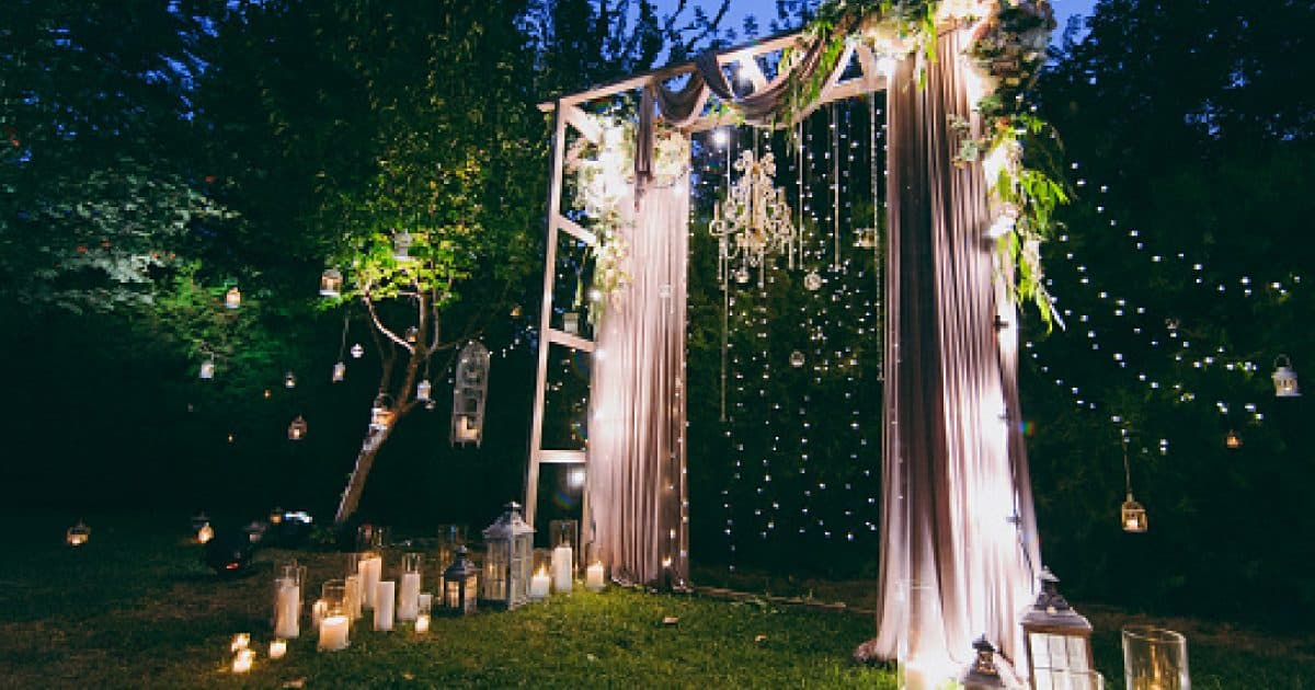 Decorated portable arches for the wedding romantic ceremon