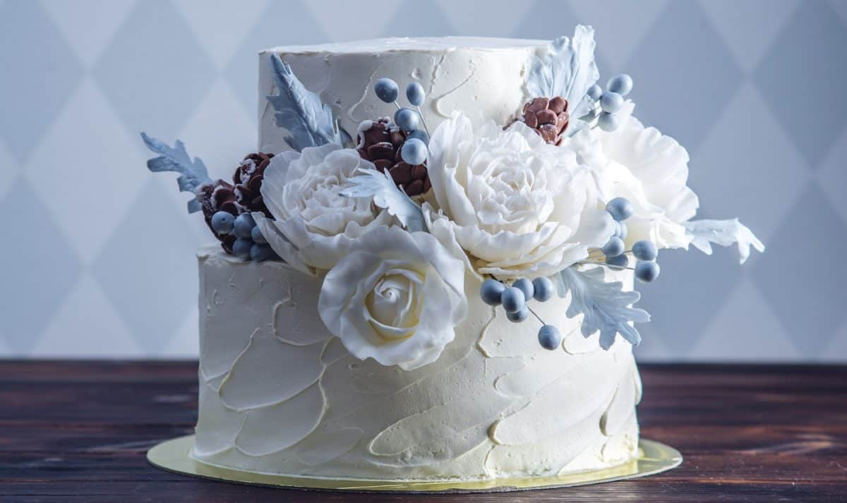 virtual wedding cake white with blue accents