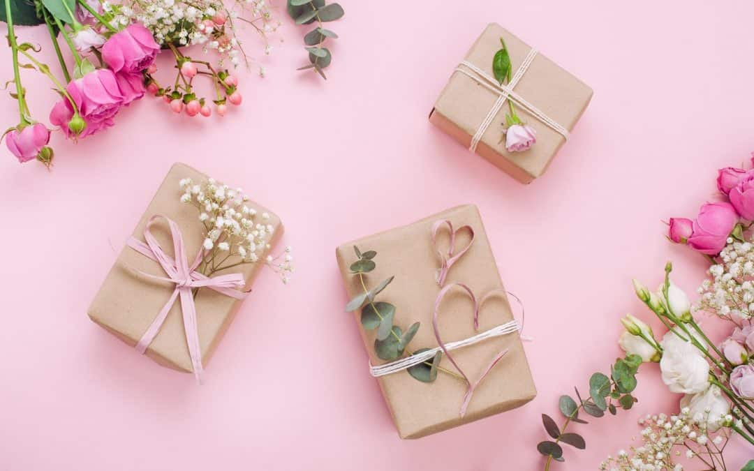 8 Amazing Virtual Wedding Registry Ideas (+ Gift Etiquette for Guests)
