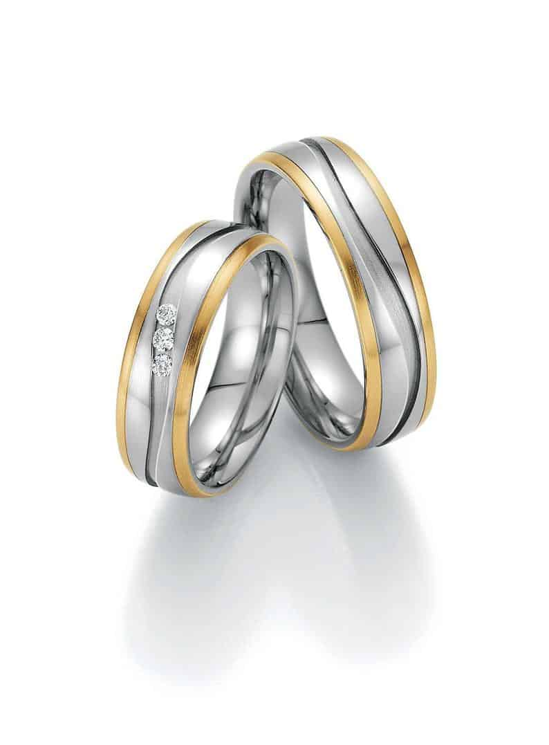 A pair of diamond rings with amazing touches and finishes