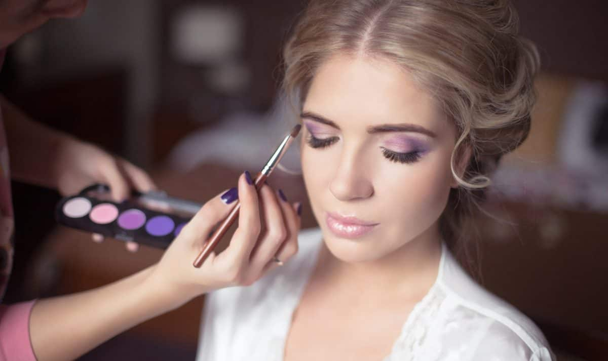Beautiful Bride Portrait wedding makeup, wedding hairstyle, Wedding dress. Professional stylist makes make-up. soft selective focus.