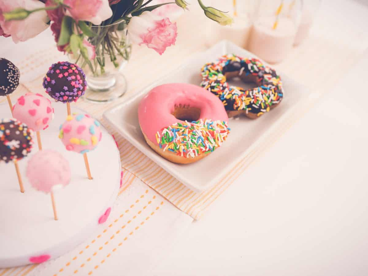 Cake pops and doughnuts on the sweet table