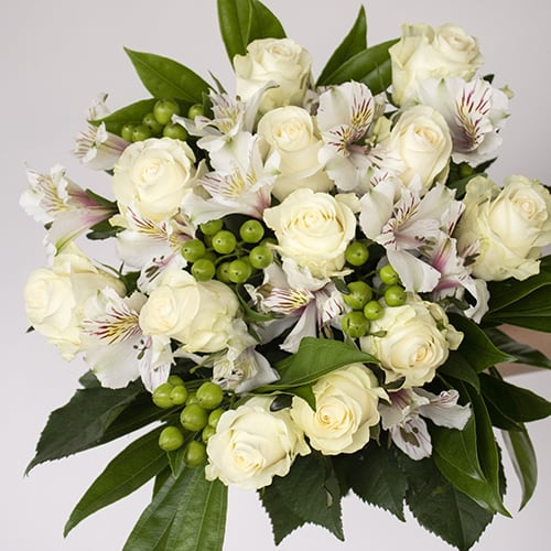 CREAMY WHITE BEAUTIFUL ROSE BOUQUET
