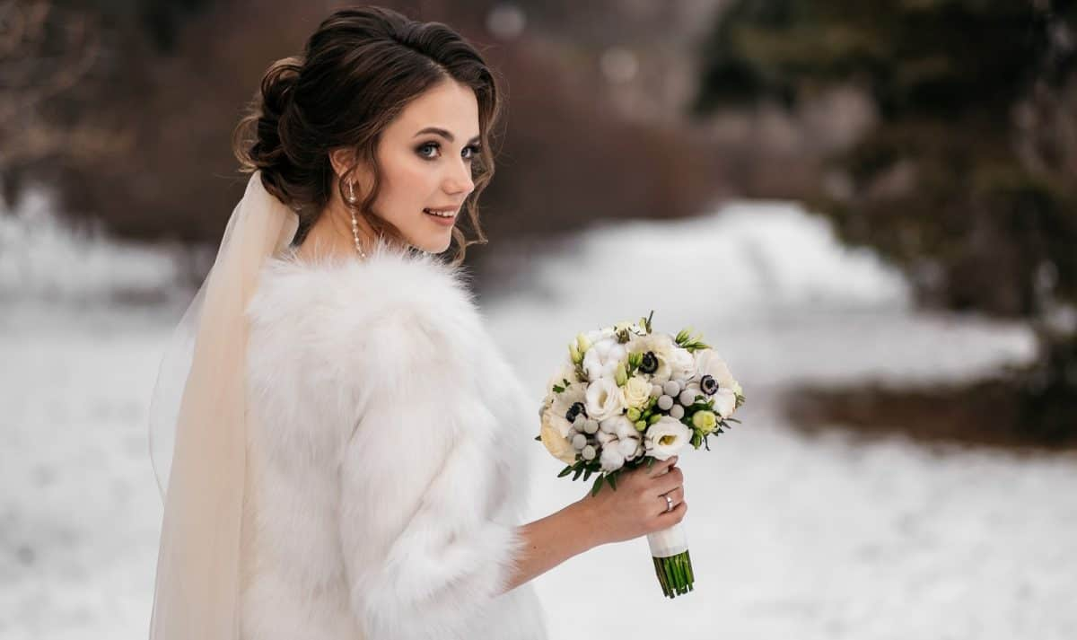Winter wedding bride with flowers and faux fur