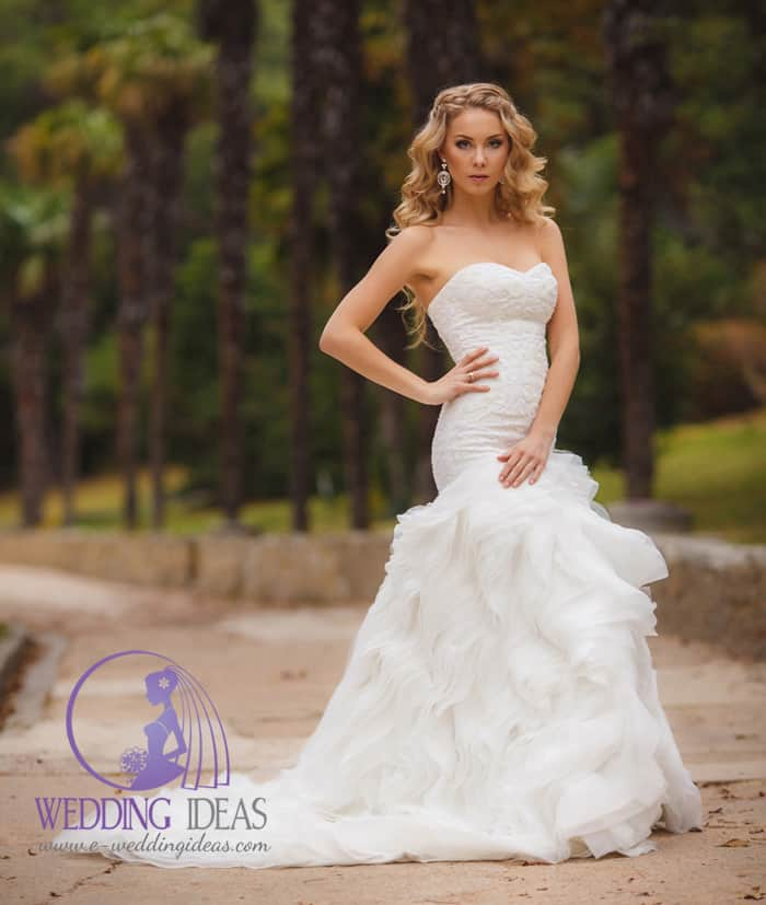51. Strapless and sweet heart neckline with full skirt in tulle. Big earrings make this styling different than everything else so far.