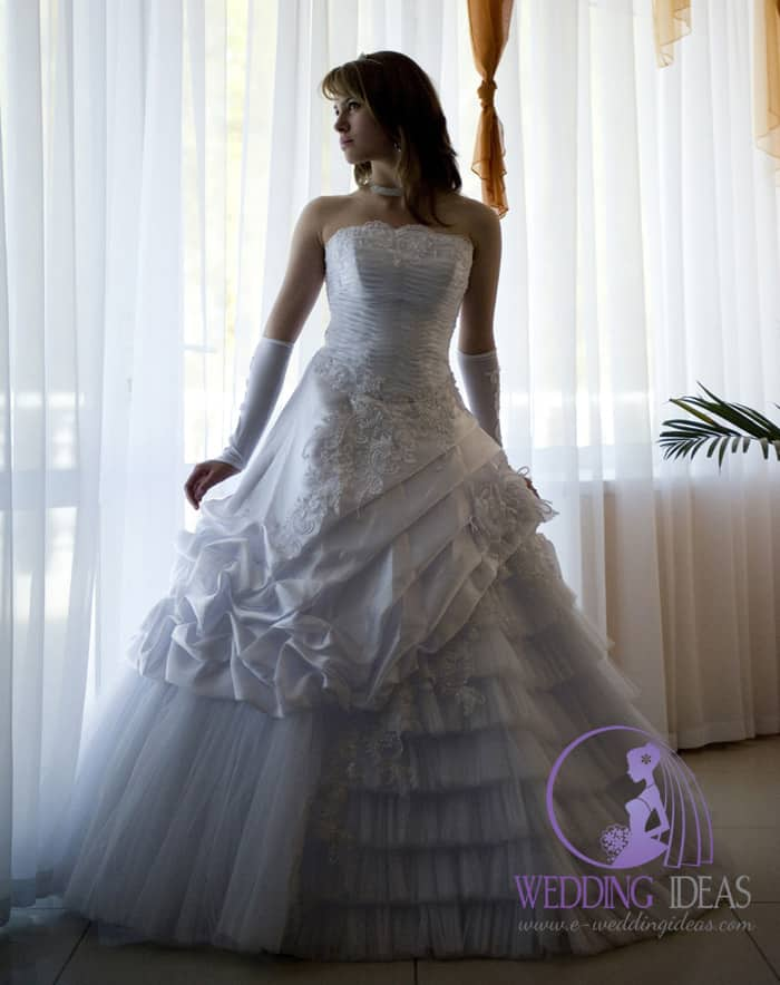 Ball wedding gown with straight necklace, lace on the top of bottom of bodice.
