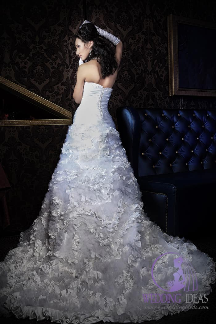 Sweetheart satin necklace and tulle layered skirt with floral look. Delicate pearl jewelry and white gloves are a good additives to this dress.