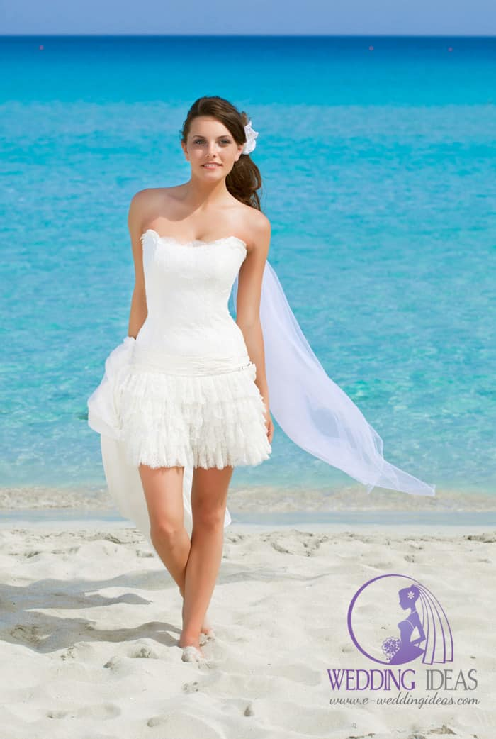 Strapless short wedding dress with tulle skirt in A-line and train