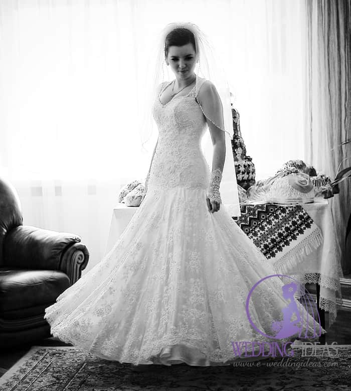 Mermaid gown with sweetheart necklace on lace straps
