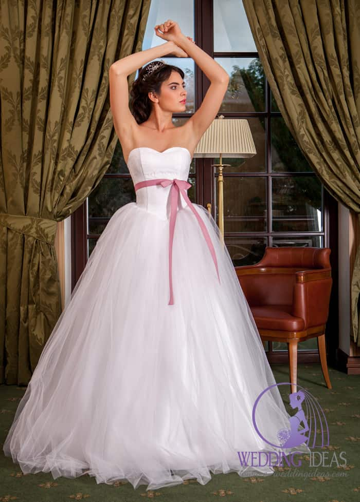Ball bride dress with sweetheart necklace