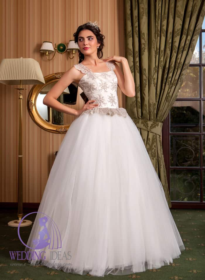 Ball gown with straight necklace