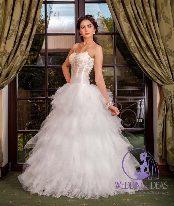 Ball gown with sweetheart necklace