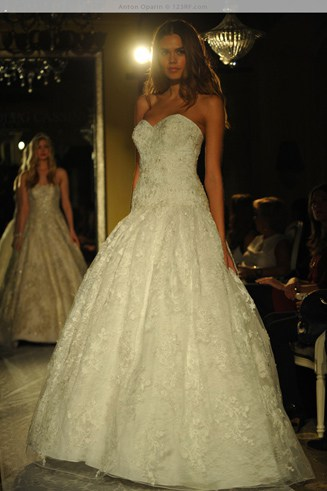 A beautiful dress with a sweetheart-shaped bust. It barely touches the ground