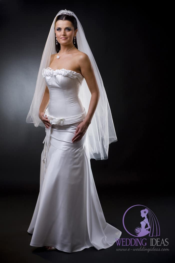 A-line wedding dress with a strapless straight neck.
