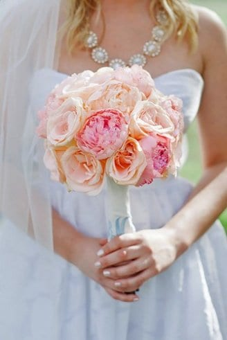 A bouquet made of pink flowers only