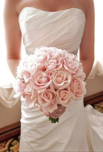 pink roses bouquet for brides