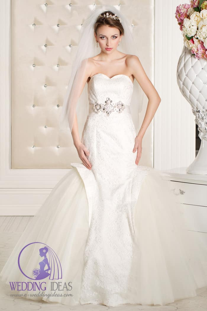 A-line lace strapless wedding dress with sweetheart necklace and crystal belt in the waist, mermaid tulle skirt.