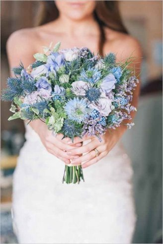 Decorative thistle - bows in a bouquet Roses - violet flowers