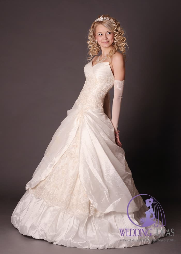 Ball gown wedding dress with sweetheart necklace. Pleated on the bust and lace design in the waist