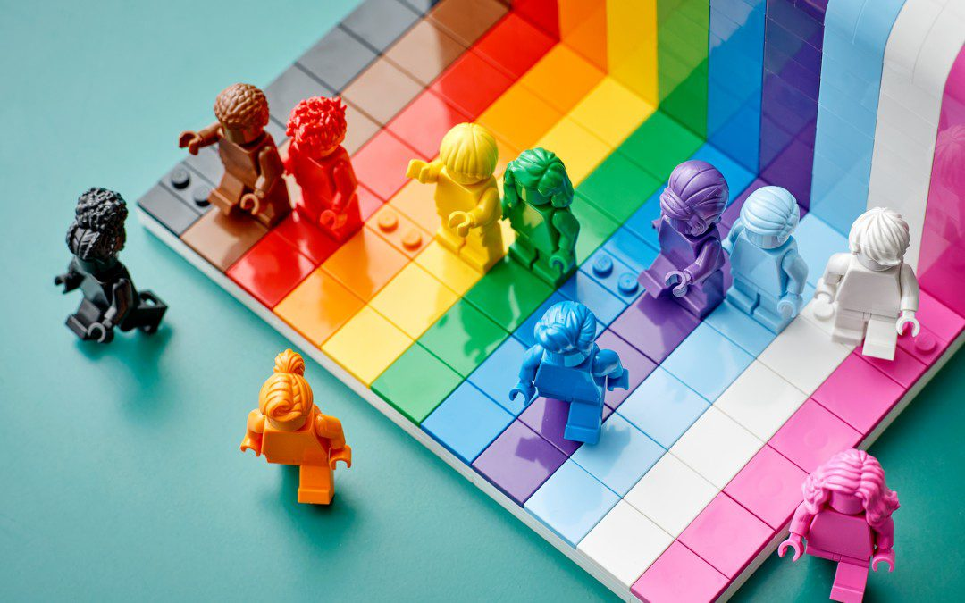 """LEGO Releases First-Ever LGBTQ Set  """"Everyone is Awesome"""" for Pride Month"""