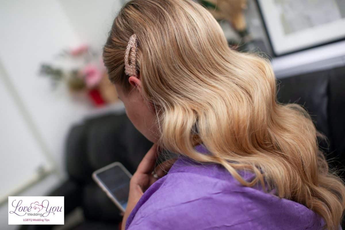 bride with vintage waves hair