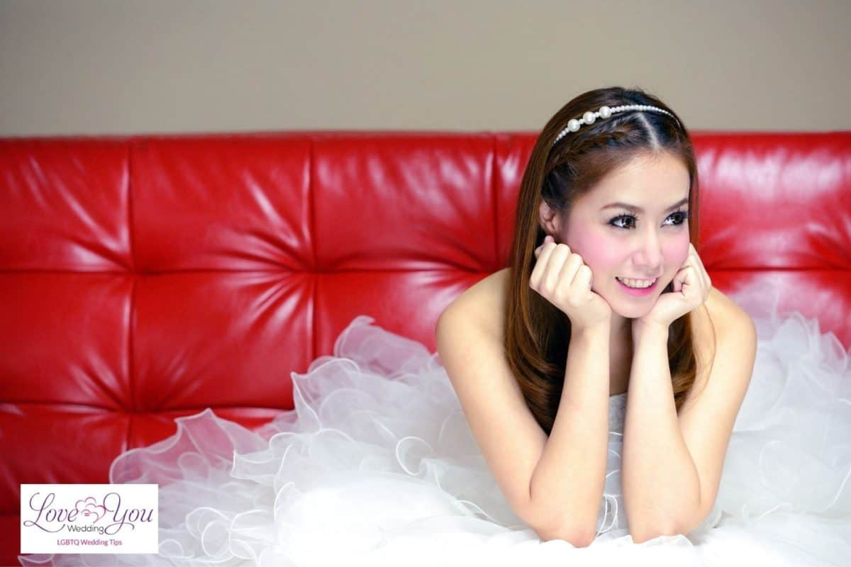 bride with simple hairstyle
